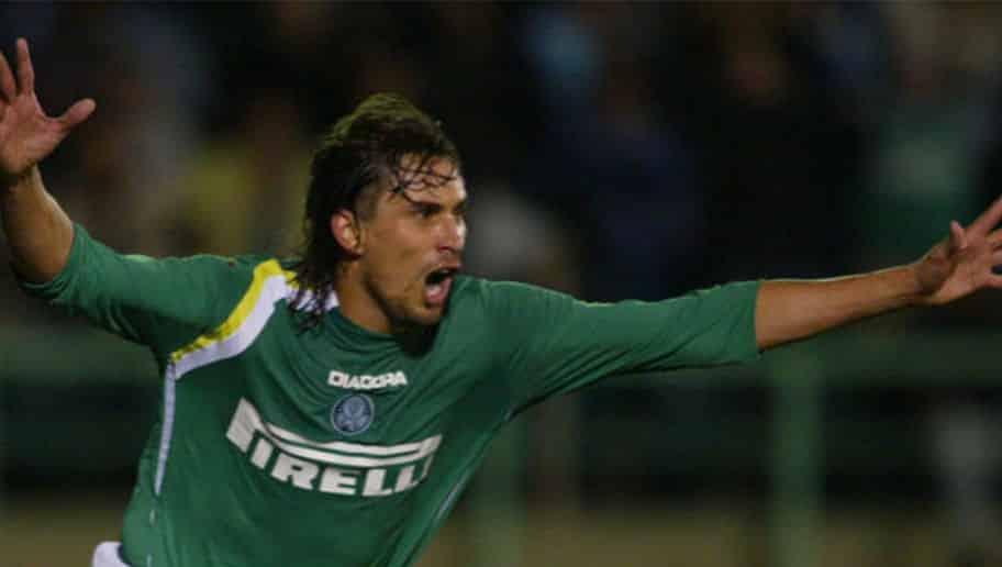 Gioino comemorando um gol pelo Palmeiras.