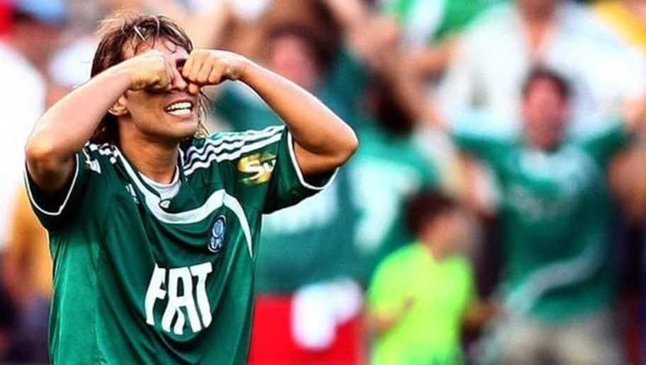 Valdívia comemorando um gol pelo Palmeiras.