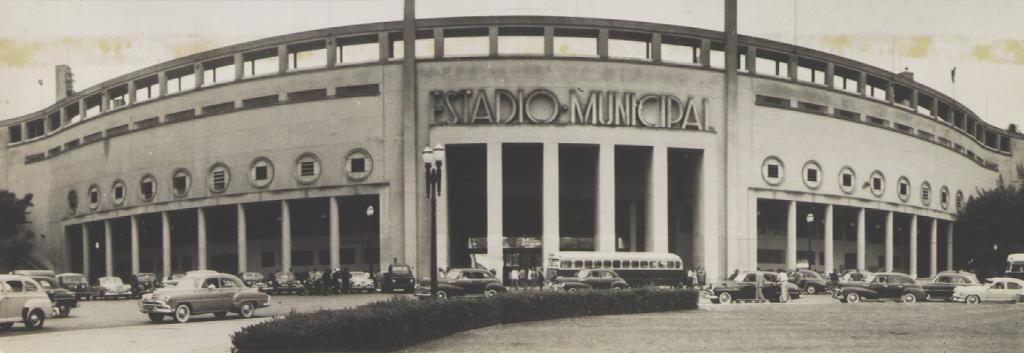 Estádio do Pacaembu no dia da sua inauguração.